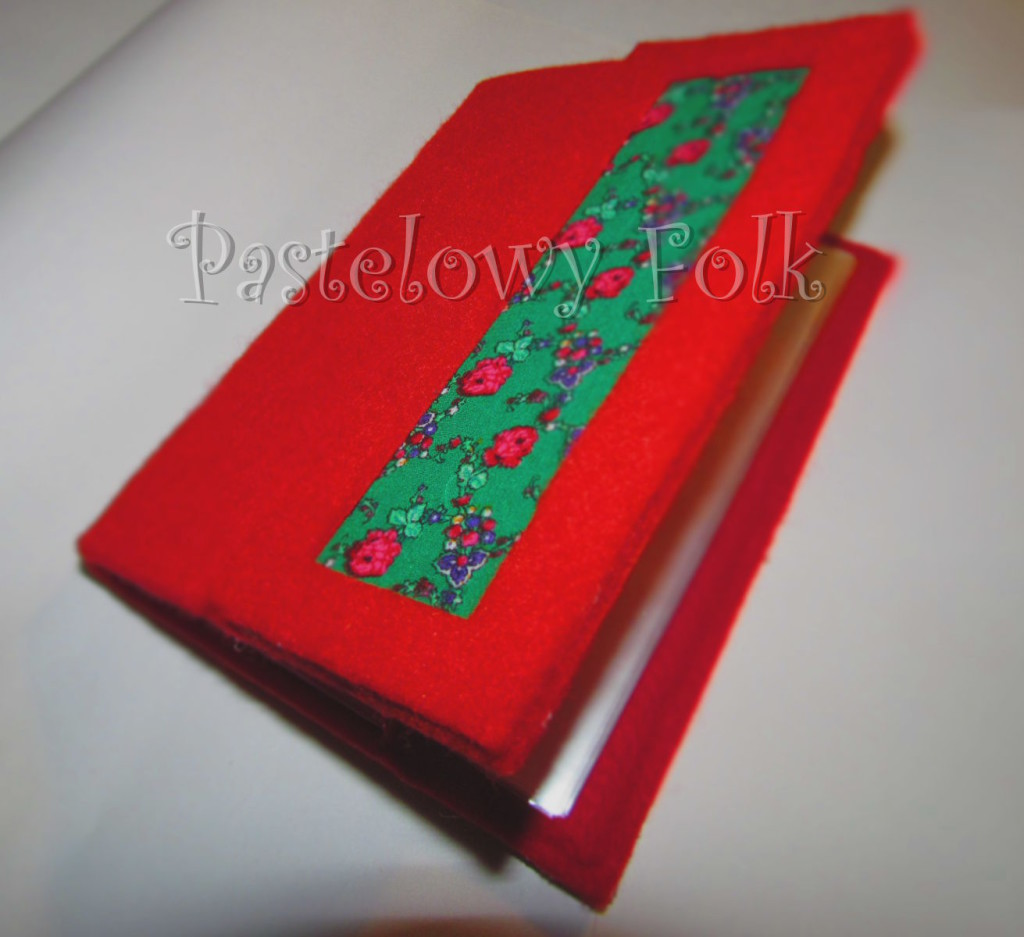 ALBUM NA ZDJĘCIA 01_filc czerwony, tybet zielony, góralski motyw folk, kwiatki_04