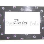 DOM- RAMKA na zdjęcia 05-drewniana szara grafitowa 10x15 folkowe różowe kwiatuszki wzór i zielone listki-01