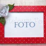 DOM- RAMKA na zdjęcia 09-drewniana czerwona 10x15 w białe perłowe kropki kwiatek delikatny biała róża zielone listki-01