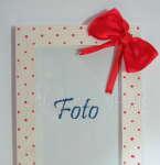 DOM- RAMKA na zdjęcia 10-drewniana biała 10x15 w czerwone perłowe kropki kokardka tasiemki wstążki-01