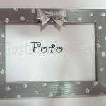 DOM- RAMKA na zdjęcia 11-drewniana szara 10x15 w białe groszki miętowe kropeczki kokardka srebrna w kropki wstążeczka-01