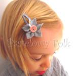 DZIECKO-spinka 02_ szara popielaty kwiatek z różowym łososiowym guzikiem 02