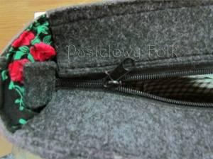 ONA-torebka 01-duża filcowa góralska folk grafitowa szara czarny czerwone różyczki -05