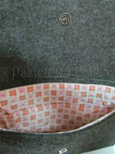 ONA-torebka 03-duża filcowa góralska folk grafitowa szara czarny czerwone różyczki kokarda-03