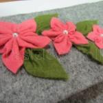 ONA-torebka 04- kopertówka filcowa góralska folk pastelowa pastel grafitowa szara czarny czerwone różyczki kwiatki kokarda-01