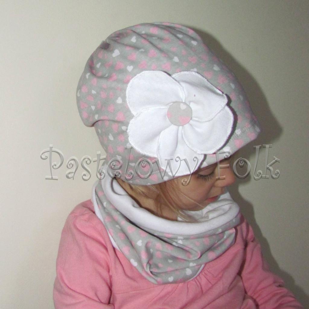 czapka dla dzieci 41-komin opaska komplet szara w serduszka różowe z białym kwiatem retro, dziewczynka _03