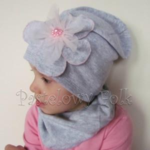 czapka dla dzieci 54- szara beanie z retro dużym kwiatem i różowymi perełkami, dziewczynka dzianina_04