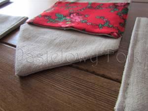 dom-kieszonka na sztućce 01- etui folkowa folk góralska len lniany czerwony tybet kwiatuszki różyczki kokardka kuchnia kuchenny jadalnia stół nakrycie zastawa serwetki serweta-05