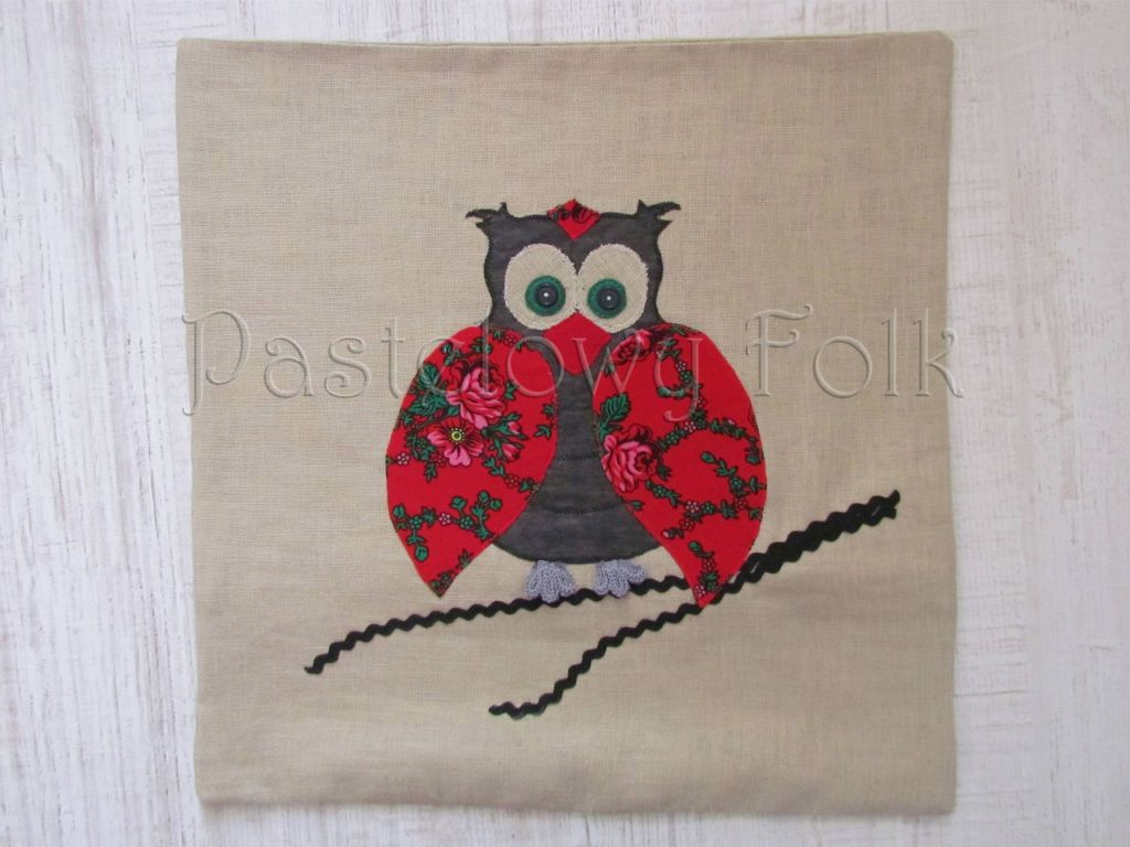 dom-poszewka na poduszkę 01 -40x40 cm lniana na zamek folkowa góralska sowa czerwone róże tybet-01