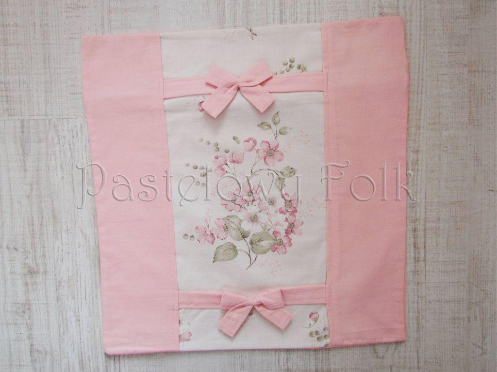 dom-poszewka na poduszkę 03 -40x40 cm bawełniana na zamek pastelowa shabby retro dziewczynki  kwiatki ecru róż różowe wiązane kokardki-01