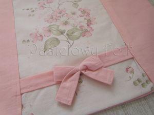 dom-poszewka na poduszkę 03 -40x40 cm bawełniana na zamek pastelowa shabby retro dziewczynki  kwiatki ecru róż różowe wiązane kokardki-02
