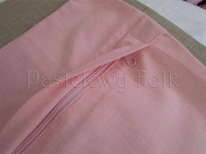 dom-poszewka na poduszkę 03 -40x40 cm bawełniana na zamek pastelowa shabby retro dziewczynki  kwiatki ecru róż różowe wiązane kokardki-03