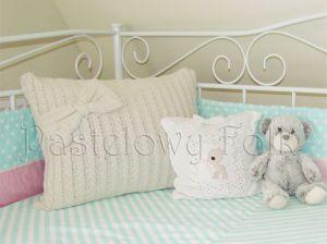 dom-poszewka na poduszkę 04 -30x30 cm bawełniana pastelowa shabby retro dziewczynki  kwiatki białe beż róż różowe koronki dzianina-01