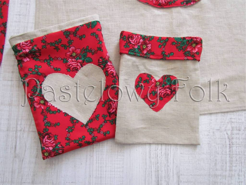 dom-woreczek drobiazgi 01- folkowy folk góralski len lniany czerwony tybet kwiatuszki różyczki serce serduszko kuchnia kuchenny pokój dziecięcy sznurek-01