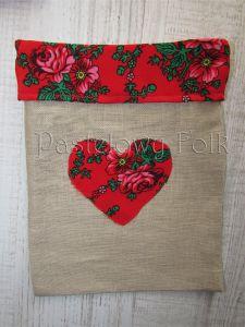 dom-woreczek drobiazgi 01- folkowy folk góralski len lniany czerwony tybet kwiatuszki różyczki serce serduszko kuchnia kuchenny pokój dziecięcy sznurek-02