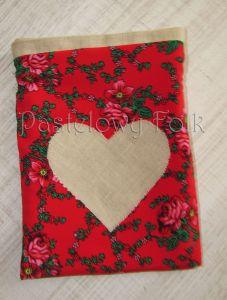 dom-woreczek drobiazgi 01- folkowy folk góralski len lniany czerwony tybet kwiatuszki różyczki serce serduszko kuchnia kuchenny pokój dziecięcy sznurek-03