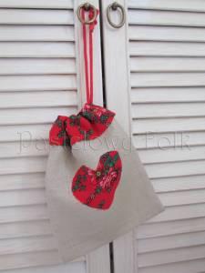 dom-woreczek drobiazgi 01- folkowy folk góralski len lniany czerwony tybet kwiatuszki różyczki serce serduszko kuchnia kuchenny pokój dziecięcy sznurek-04