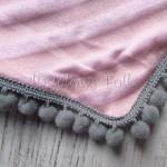 dziecko-chusteczka 27- rozowe morelowe paski szare pomponiki chustka -02