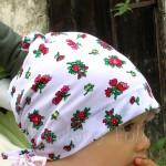 dziecko-chusteczka dla dziewczynki 01-chustka na głowę pod szyję folkowa folk góralska pastelowa biały tybet kwiatki kwiatuszki różyczki-01