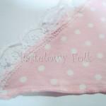 dziecko-chusteczka dla dziewczynki 02-chustka opaska różowa pastelowa retro dzianinowa białe kropeczki groszki koronka romantyczna-02