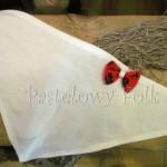 dziecko-chusteczka dla dziewczynki 04-chustka na głowę pod szyję retro folk folkowa góralska dzianinowa ecru biała kokardka czerwony tybet kwiatuszki-01