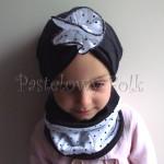 dziecko-czapka 102-dzianinowa grafitowa, kwiat biały w kropeczki, komplet komin-01