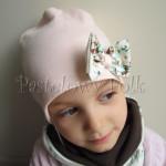 dziecko-czapka 111- dla dziewczynki pastelowa jasna brzoskwiniowa lososiowa z kokardka ecru w mietowe brazowe rozyczki, komplet komin -02