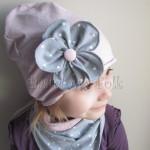 dziecko-czapka 117- brudny roz z szarym kwiatem w biale kropeczki, dzianinowa rolowana -03