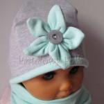 dziecko-czapka 12- szary z mietowym kwiatkiem i guzikiem, kwiat dzianinowy -01