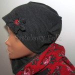 dziecko-czapka 145- grafitowa szara z czerwonym kwiatem, tybet w rozyczki, goralska w roze komin duzy damski-03