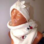 dziecko-czapka 157- ecru bezowa dzianinowa z kwiatem, tybet w rozyczki, goralska w roze komin kokardki -03