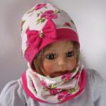 dziecko-czapka-185-biala-w-rozowe-roze-i-listki-fuksja-z-kokarda-komplet-komin-01