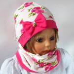 dziecko-czapka-185-biala-w-rozowe-roze-i-listki-fuksja-z-kokarda-komplet-komin-03