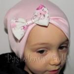 dziecko-czapka 19-beanie różówa kokardka w kwiaty, dzianinowa jasnoróżowa -06