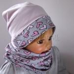 dziecko-czapka-203-jasnorozowa-z-szara-opaska-w-rozowe-serca-kropeczki-jasnorozowa-z-kokarda-niemowleca-profilowana-z-troczkami-wiazanakomplet-chustka-07