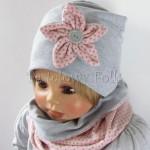 dziecko-czapka-206-szara-z-rozowym-kwiatkiem-w-szare-kropki-dresowka-chustka-komin-03