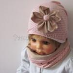 dziecko-czapka-210-rozowa-w-szare-kropki-z-bezowym-kwiatem-cienka-komin-01