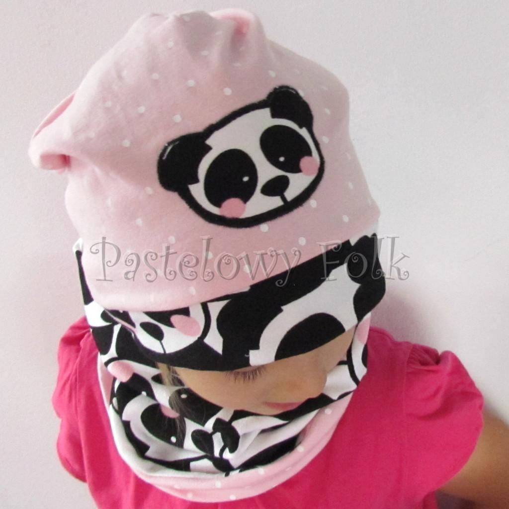 dziecko-czapka-213-rozowa-w-biale-kropki-aplikacja-panda-bialo-czarna-z-rozowymi-policzkami-dresowa-dzianina-komplet-komin-chustka-03