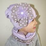 dziecko-czapka 28-beanie dzianinowa dla dziewczynki, fioletowa z retro kwiatem w groszki -03