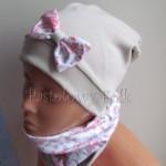 dziecko-czapka 47c- bezowa, z biala kokardka z tureckim pastelowym rozowym wzorem, komin chusteczka -05