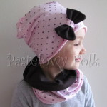 dziecko-czapka 66d-dzianinowa dziecieca różowa czapeczka w serduszka z brązową kokardą, komplet komin-02