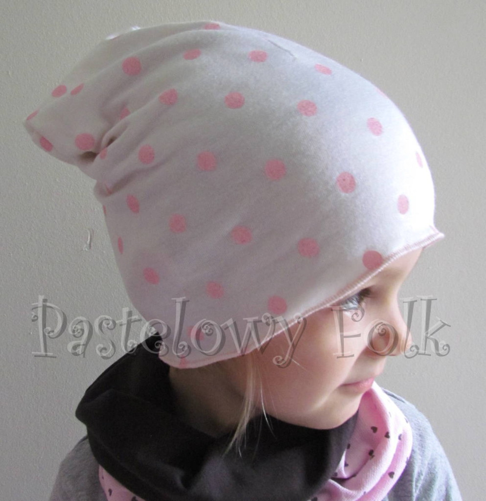 dziecko-czapka 67- dzianinowa dziecieca biała w rózowe kropki groszki wiosenna dziewczęca cienka, komplet komin-02