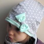 dziecko-czapka 72c- mietowa, szara w białe kropki groszki z kokardka, dzianinowa dwuwarstwowa -01