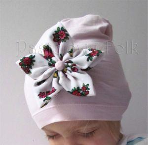 dziecko-czapka dla dziewczynki 02-retro folkowa folk dzianinowa wiosenna jesienna pastelowa różowa kwiatek różowe kwiatuszki różyczki biały tybet góralska zielone-01