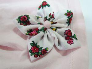 dziecko-czapka dla dziewczynki 02-retro folkowa folk dzianinowa wiosenna jesienna pastelowa różowa kwiatek różowe kwiatuszki różyczki biały tybet góralska zielone-03