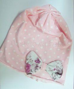 dziecko-czapka dla dziewczynki 04-retro dzianinowa wiosenna jesienna pastelowa kropki groszki kropeczki różowa biała kokardka różowe kwiatuszki różyczki-01