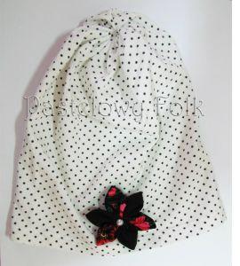dziecko-czapka dla dziewczynki 05-retro dzianinowa folkowa folk góralska wiosenna jesienna biała czarne kropki groszki kropeczki kwiatek kwiatuszek czarny tybet różowe perełka koralik-01