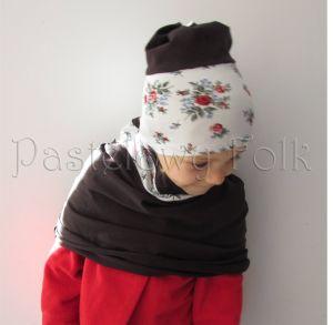 dziecko-czapka dla dziewczynki 09-retro folk biała brązowa czekoladowa dzianinowa wiosenna jesienna  czapeczka komin opaska kwiatuszki róże różyczki czerwone-03