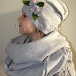 dziecko-czapka dla dziewczynki 14-retro pastelowa szara dzianinowa wiosenna jesienna czapeczka, kwiatki kwiat różowy-01