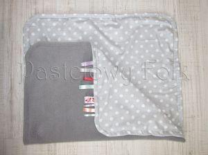 dziecko-kocyk 01-popielaty polar bawełna szara w białe groszki kropki do wózka łóżeczka pastelowy kolorowe metki 60x85cm-06